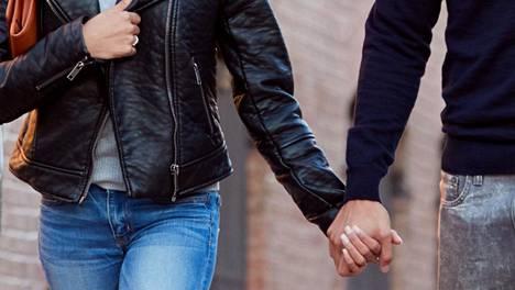 –Arvomaailmamme kohtasivat todella hyvin, Ronja, 20, kertoo suhteestaan muslimimieheen. Kuvituskuva.