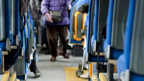 Linja-autossa pitkiä matkoja matkustaessa on tärkeää ottaa muut matkustajat huomioon.
