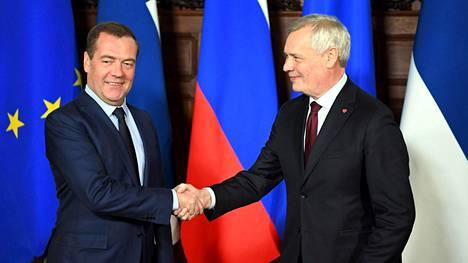 Pääministeri Antti Rinne (oik.) ja Venäjän pääministeri Dmitri Medvedev tapaavat tänään Moskovassa.