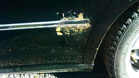 Kuluttaja osti uuden Passatin 2009. kahdeksan vuoden jälkeen takaoveen ilmestyi ruostevaurio.