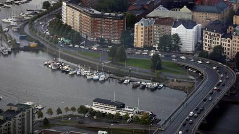 Helsingissä Hakaniemen silta aiotaan purkaa.