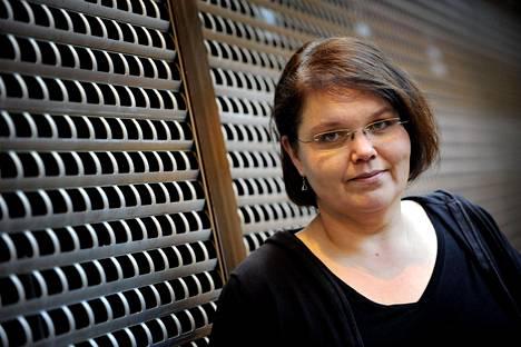 Kaarina Hazard ei arvostanut sitä, että Sami Hedberg valittiin Konttori-sarjan suomalaisversion pääosan näyttelijäksi.