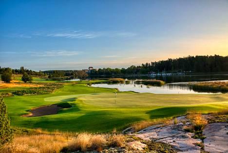 Ahvenanmaa on perinteisesti ollut ruotsalaisten golfareiden suosiossa, mutta tänä vuonna valtaosa vierailijoista on tullut Suomesta.