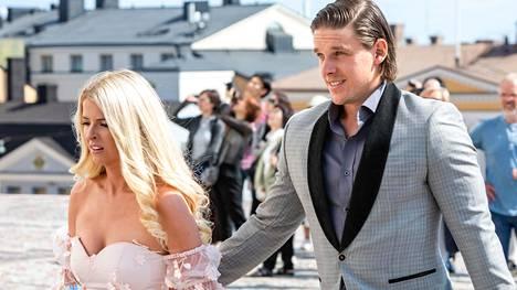 Haulat, tuolloin vielä Erik Haula ja Kristen Boege, olivat Mikael ja Emmi Granlundin häävieraina heinäkuussa 2019.