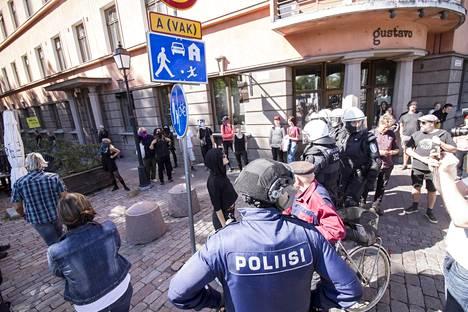 PVL:n mielenosoitus lähti liikkeelle Puutorilta.