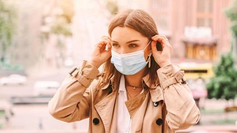 Jos haluaa välttää näpyt, kasvomaskien, käsien ja ihon puhtaudesta kannattaa pitää huolta.