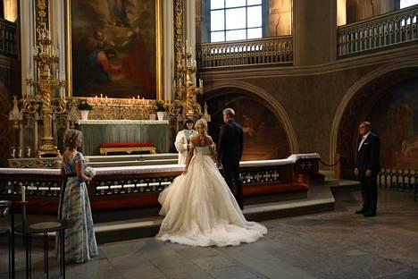 Nadja Eerola kertoi Ilta-Sanomille, että vaihtaa avioliiton myötä sukunimensä Sukariksi.