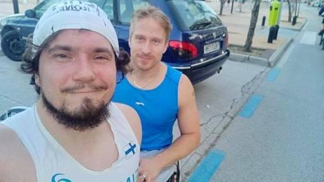 Esa-Pekka Mattila (vas.) sai Espanjassa laadukasta treeniseuraa Suomen kaikkien aikojen parhaasta paraurheilijasta, Leo-Pekka Tähdestä.