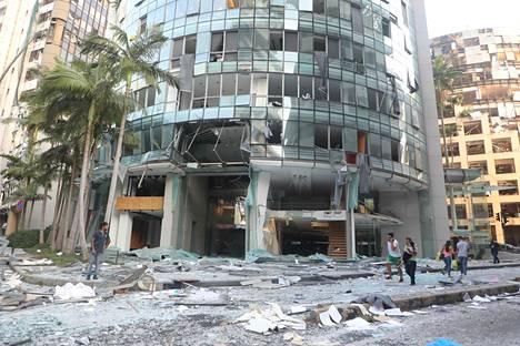 Räjähdykset aiheuttivat laajaa tuhoa pitkin Beirutia.