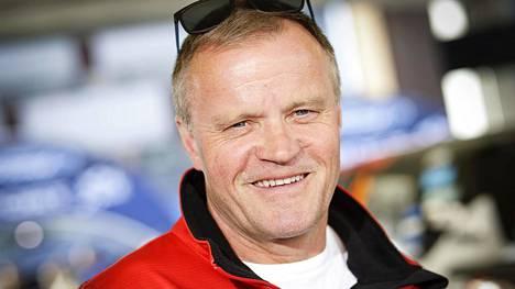 Nelinkertainen rallin maailmanmestari Tommi Mäkinen sai talliinsa kuusinkertaisen maailmanmestarin Sebastien Ogierin.