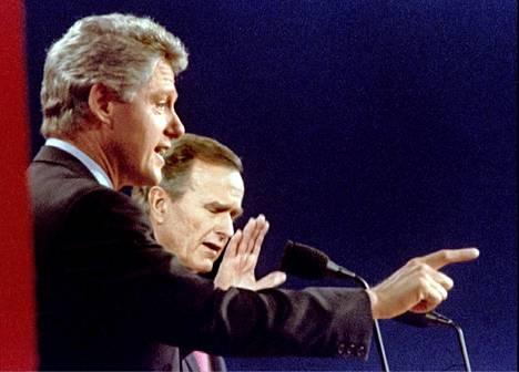 Bill Clinton jyräsi etäisen George Bushin.