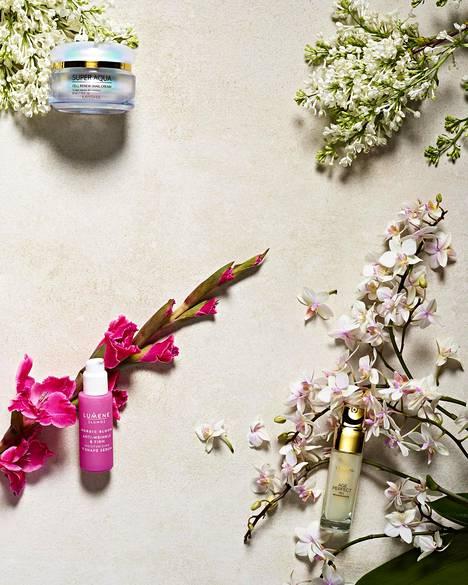 Missha Super Aqua Cell Renew Snail -kasvovoide kosteuttaa kuivaa ihoa ja vähentää ihon ärtyneisyyttä. Innovatiivisena tehoaineena on suodatettu etananlima! 36,50 €. Lumene Nordic Bloom -pikakaunistaja napakoittaa, kosteuttaa ja silottaa ihoa – ja antaa kasvoille kauniin hehkun, 29,90 €. 6 L'Oréal Paris Age Perfect Cell Renaissance -seerumi stimuloi ihon uudistumista. Kullanhohtoinen koostumus tekee kasvoista hohtavan kuulaat, 34,50 €.