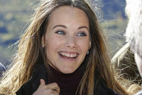 Sofia edustaa usein hymyilevänä ja hyväntuulisena.