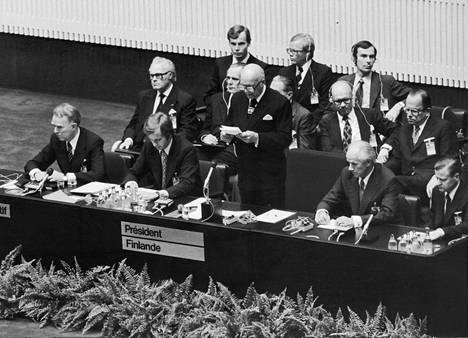 Presidentti Urho Kekkonen isännöi kokousta Helsingissä.