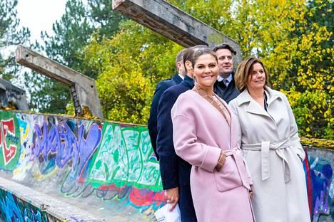 Kruununprinsessa Victoria on nähty tänä syksynä suomalaismerkin villakangastakissa useita kertoja. Hän otti takin mukaan myös Sarajevoon.