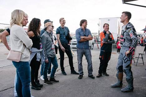Teemu Selänteen isännöimässä Supertähdet-ohjelmassa olivat mukana Matti Nykänen, Eva Wahlström, Sami Hyypiä, Toni Kohonen, Minea Blomqvist ja Peetu Piiroinen