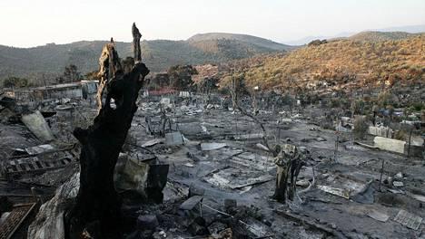 Morian leiri Lesboksella paloi viime viikolla, ja siellä olleet ihmiset ovat sen jälkeen majoittuneet taivasalle tai telttoihin.