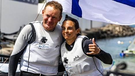 Janne Järvinen ja Sinem Kurtbay kuvattuna Lanzarotella maaliskuussa 2021.