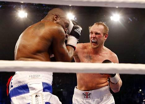 Saksassa maaliskuussa 2013 britti Michael Sprottia vastaan käydyn voittoisan ottelun jälkeen Helenius iski seuraavan kerran vasta lähes päivälleen kahden vuoden päästä Tallinnassa.
