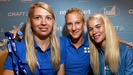 Sara Kuivisto (vas.), Camilla Richardsson (kesk.) ja Alisa Vainio.