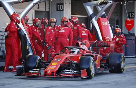 Sebastian Vettel mokasi Suzukan lähtökiihdytyksessä.