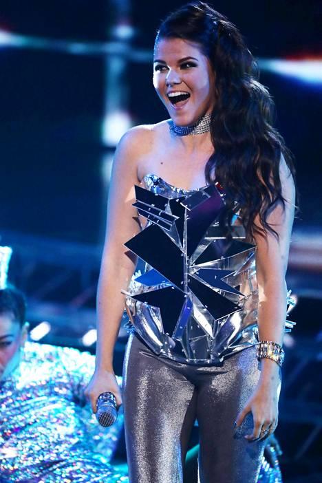 Saara Aalto viihtyy nyt X Factori -kisan luksustalossa paremmin, kun hän on väen vähentyessä saanut käyttöönsä oman huoneen.