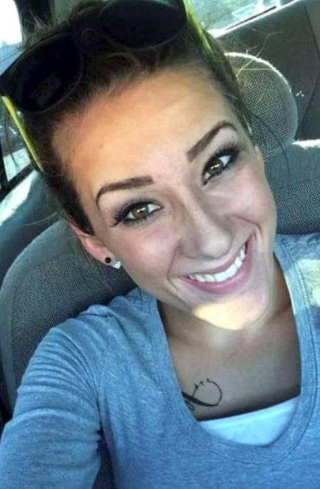 23-vuotias Bailey Boswell oli käynyt treffeillä Sydney Loofen kanssa samalla viikolla ennen katoamista. Hän on myös myöntänyt tavanneensa naisen uudestaan juuri ennen tämän katoamista.