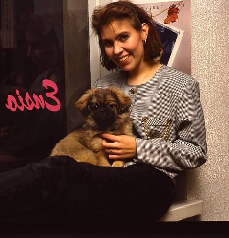 Anna Hanski kuvattuna 25 vuotta sitten, kun Jos et sä soita -hitti oli kaikkien huulilla.