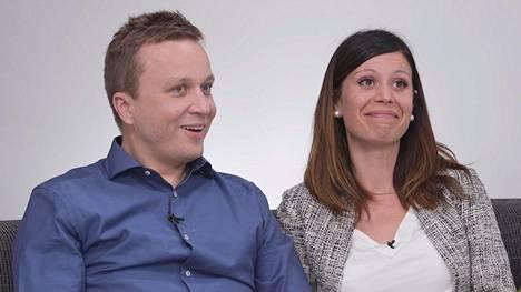Sari ja Antti odottavat esikoistaan. MTV tiedotti iloisesta vauvauutisesta tänään torstaina.