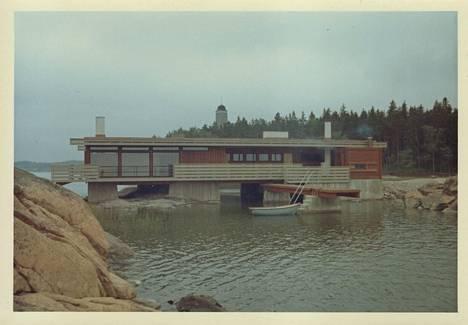 Kultarannan sauna valmiina kesällä 1964.