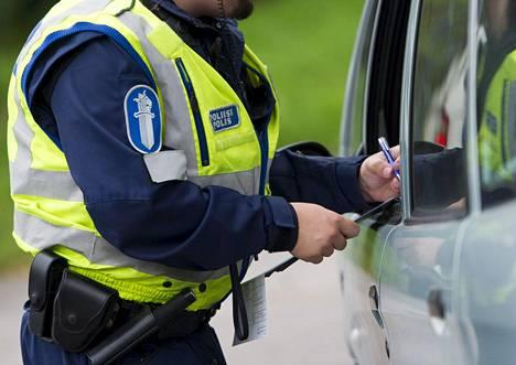 –Kiinnijäämiset eivät tarkoita tieliikenteen turvallisuuden huonontumista. Liikenne on voinut muuttua jopa turvallisemmaksi, kun poliisi on voinut kohdentaa siihen enemmän resursseja, Kautto muistuttaa.