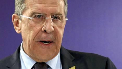 Venäjän ulkoministeri Sergei Lavrov ehdotti Ukrainan muuttamista liittovaltioksi. Maan hallitus tyrmäsi ajatuksen sanomalla sen olevan yritys hajottaa Ukraina.