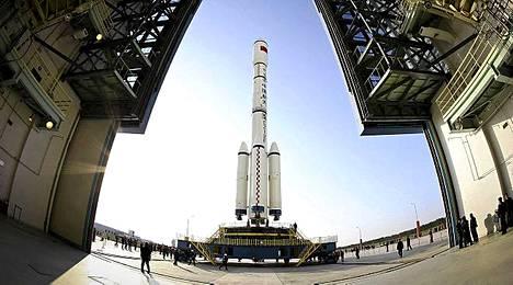Reilut 8 tonnia painava Tiangong-1 laukaistaan erikoisvalmisteisella Pitkä Marssi II-F -kantoraketilla.