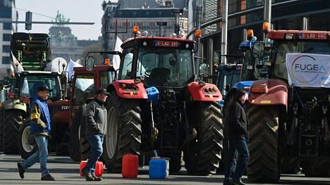 Maanviljelijöiden protestiaalto rantautui tänään Brysseliin. Kaupunkiin saapui myös traktoreita, mutta marssin mittaluokka jäi viime syksyä pienemmäksi.