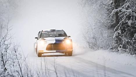 Valtteri Bottas ajaa Citroëniä SM-rallissa.