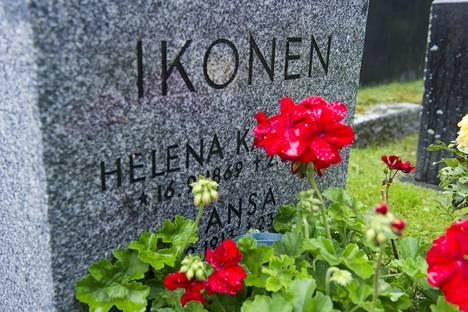Ansa Ikonen ei tarnan mukaan edes halunnut tulla haudatuksi Hietaniemeen Kansallisteatterin hautapaikoille.