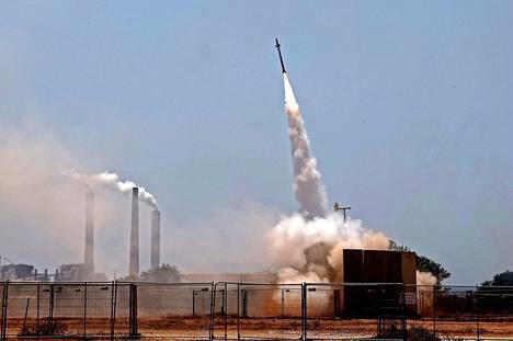 Israelin rautakupu torjui Gazasta ammutun raketin Ashkelonin yläpuolella aiemmin tällä viikolla.