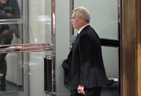 Tiistaina pääministerin paikalta eronneen Antti Rinteen (sd) vahva rooli herättää ihmetystä puolueen sisällä.