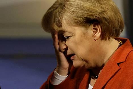 Angela Merkel ei nähtävästi ollut järin innoissaan 2009 saadessaan Yhdysvaltain presidentin silloisen turvallisuusneuvonantaja James Jonesin vieraakseen.