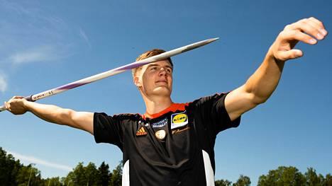 Oliver Helander heitti keihästä kesällä 2108 lukemiin 88,02.