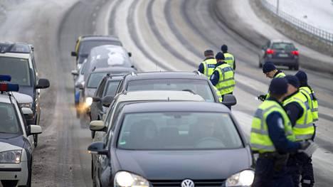 Viime viikolla poliisi tarkkaili tehostetusti liikenettä. Arkistokuva.