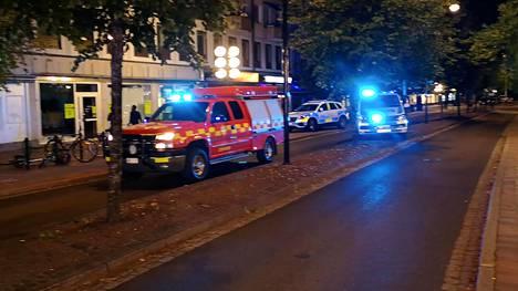 Taksi ajoi väkijoukkoon Ruotsin Borlängessä perjantain ja lauantain välisenä yönä.
