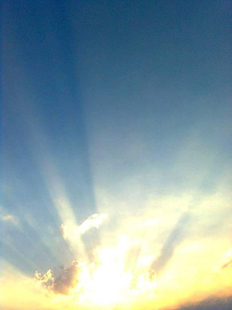 Naantalin aurinko luo valoa.
