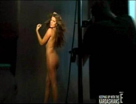 Khloe Kardashian poseerasi alasti hyväntekeväisyyden nimissä.