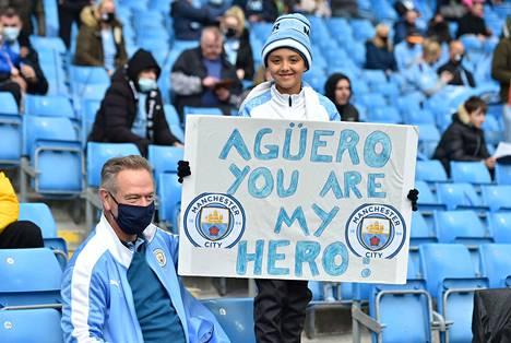 Sergio Agüero sai faneilta komeat ja tunteikkaat jäähyväiset.