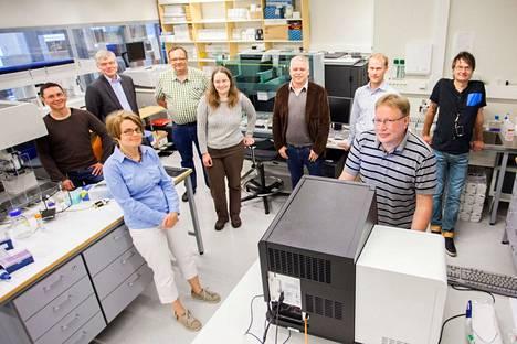 Täpläverkkoperhosen genomia tutkinut tutkimusryhmä kuvattuna Helsingin Viikissä vuonna 2014.