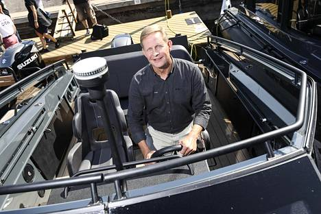 XO Boatsin toimitusjohtaja Dan Colliander kertoo veneensä olevan Suomessa suunniteltu ja mietitty konsepti.