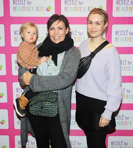 Hanski tyttärensä Nennan ja lapsenlapsensa Kasperin kanssa lokakuussa 2019.