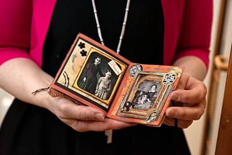 Askarreltuja deco-kirjasia on taiteiltu eri puolilla maailmaa ennen kuin ne ovat palanneet takaisin Brittille.