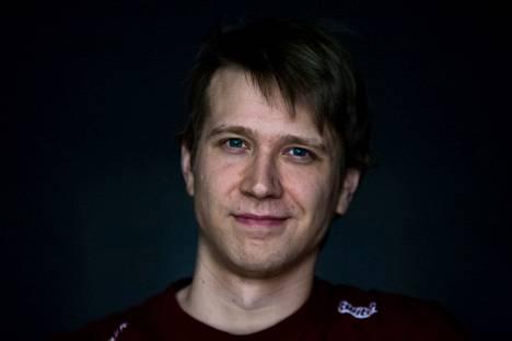 """Suomalainen huippupelaaja Janne """"Savjz"""" Mikkonen ei pelaa turnauksessa. Fanien ei tarvitse kuitenkaan heittäytyä täysin lohduttomaksi, sillä Savjz nähdään kisoissa selostamon puolella."""